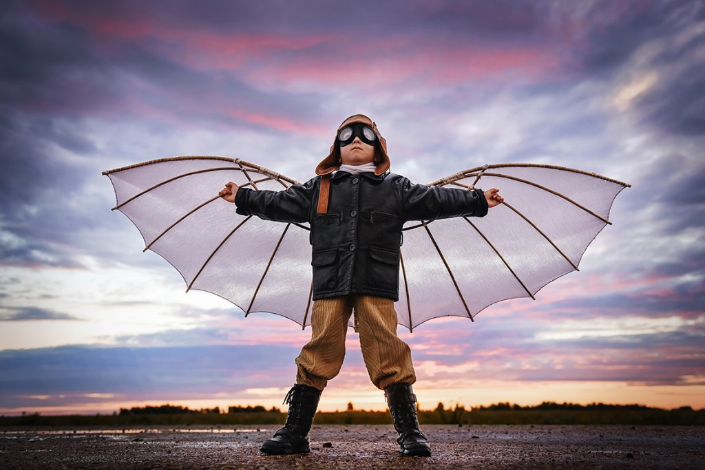 Boy-with-wings-at-sunset_695361658_KL